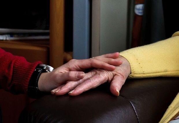 Tot 40.000 jongeren zorgen voor hun zieke ouders (oproep)
