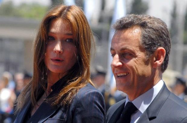 Gelekte tapes scheppen beeld van Sarkozy en Bruni als gehaaide geldwolven