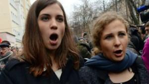 Pussy Riot-leden aangevallen in restaurant (video)