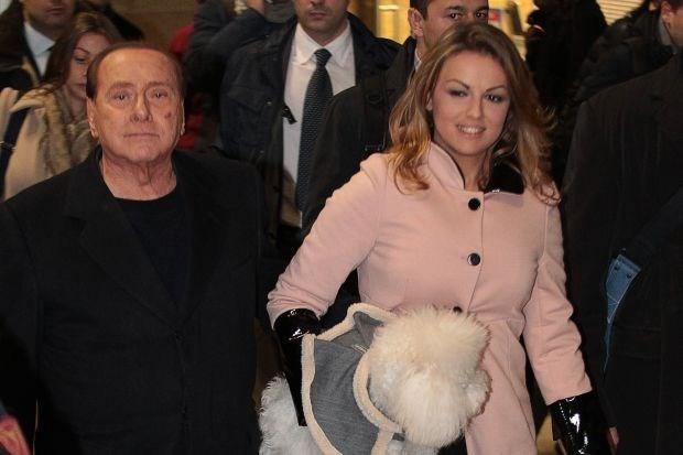 Berlusconi (77) gaat trouwen met verloofde (28) (oproep)