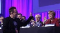 EVP laat Bono speechen tijdens congres (maar speelt muziek van Coldplay) (video)
