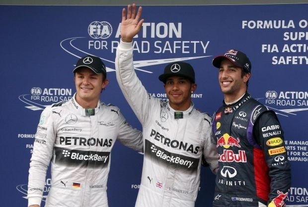 Lewis Hamilton verovert pole in Australië