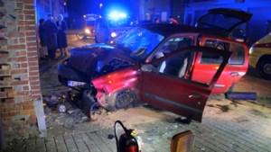Vier jongeren zwaargewond na ongeval