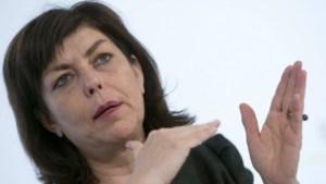 Meerderheid daagt niet op voor debat over seksismewet Milquet
