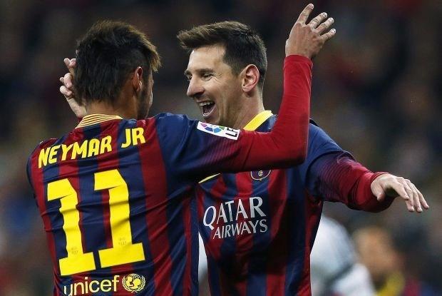 Lionel Messi beslist incidentrijke Clásico met hattrick