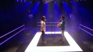 Verlegen eendjes brengen sexy versie van 'Kiss' (video)
