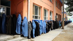 Karzai roept Afghanen op bedreigingen taliban te trotseren
