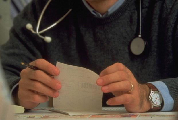 Arts leent bom geld van patiënte