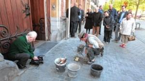 'Struikelstenen' herinneren Mollenaars aan deportatie van joodse broers