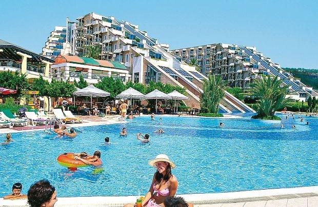 Bijna helft van Belgen gaat deze zomer op vakantie (poll)