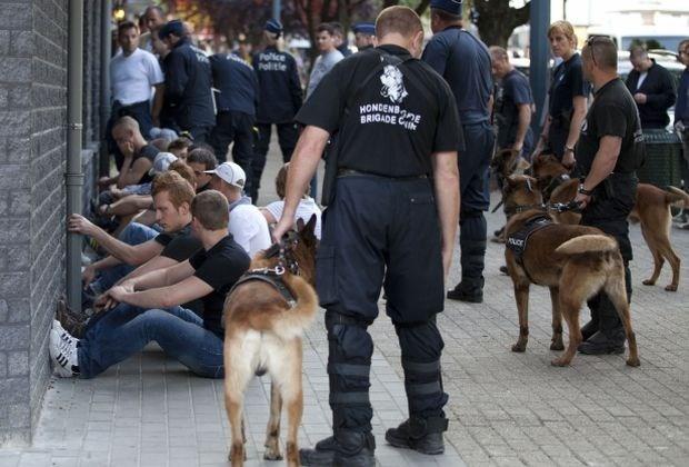 """Geen politiehonden meer in """"voorste linies"""""""