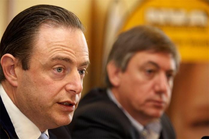 N-VA federaal en Vlaams ruim op kop in nieuwe peiling
