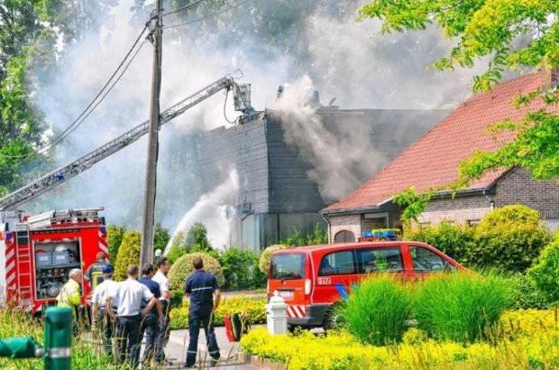 Hitte speelt brandweer parten tijdens bluswerk