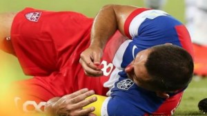 Amerikaanse kapitein Clint Dempsey breekt neus