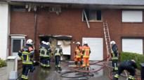 Hevige brand legt huis in de as