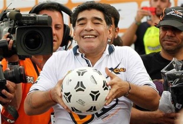 Maradona toont middelvinger aan Argentijnse bondsvoorzitter