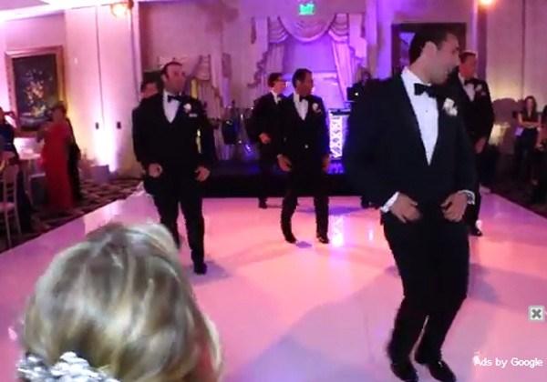 Hilarisch: deze bruidegom danst zich een weg naar eeuwige faam  (video)