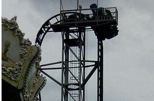 Bezoekers vast in achtbaan Bobbejaanland