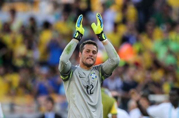 Braziliaanse doelman Júlio César barst in tranen uit (video)