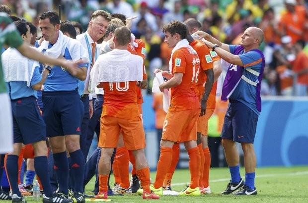 Nederlandse wijkagent kijkt WK-duel bij verdachte thuis