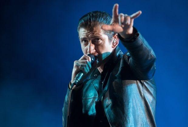Alle vrouwen in katzwijm voor Arctic Monkeys