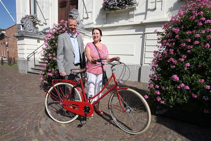 Wandelende Rika wint fiets