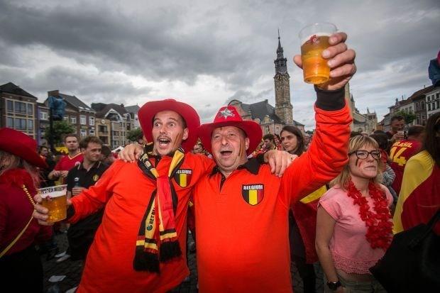 Limburg volgde Duivels op groot scherm (video   album)