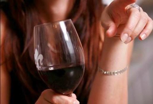 """""""Vrouwen beseffen niet hoeveel alcohol ze echt consumeren"""""""