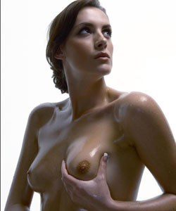 Eén operatie voor borstvergroting én slanker lijf