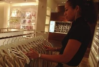 Vrouwen kopen bewust te kleine kledij