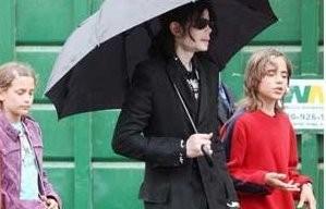 Michael Jackson toont ware gelaat van kinderen