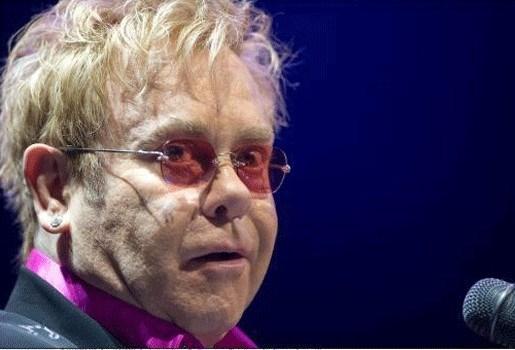 Elton John gaat voor adoptie Oekraïense peuter
