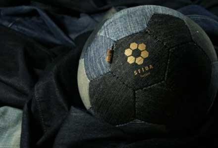 Modebewust voetballen met jeansvoetbal