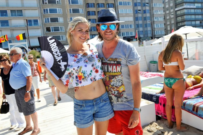 Bikini Tanja Dexters blijft niet zitten tijdens De Grote Sprong
