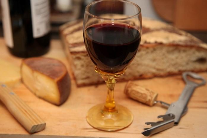 We drinken weer meer wijn